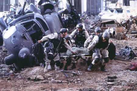 http://www.the-reel-mccoy.com/movies/2002/images/BlackHawkDown3.jpg