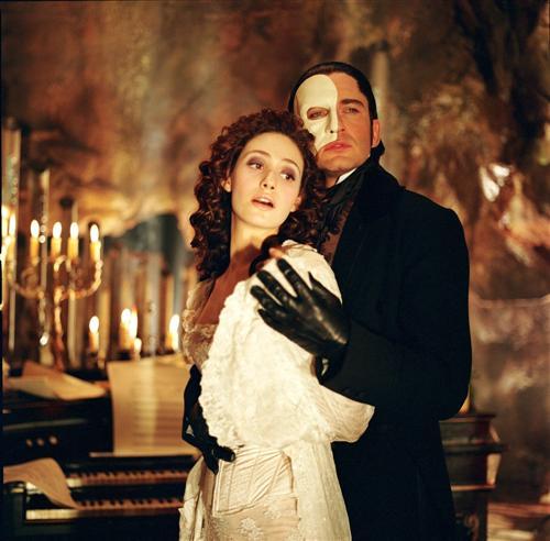 http://www.the-reel-mccoy.com/movies/2005/images/ThePhantomOfTheOpera4.jpg